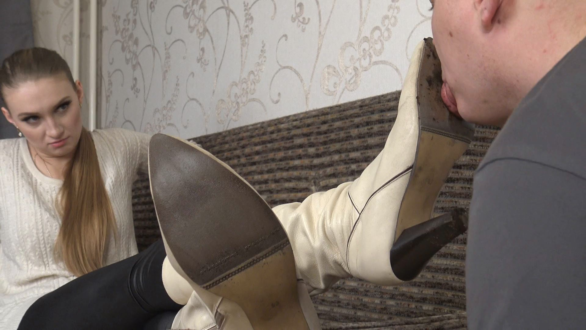 Violetta Dirty Boots Cleaning 4k - UNDER SWEET WEIGHT / CLIPS4SALE - FULL HD/1080p/MP4