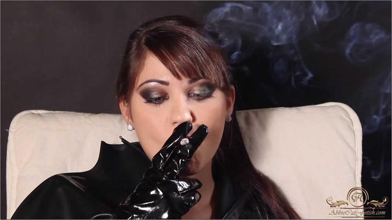 Goddess Megan In Scene: Megan Smoking Face Close-Up - ABBIECATFETISH - HD/720p/MP4