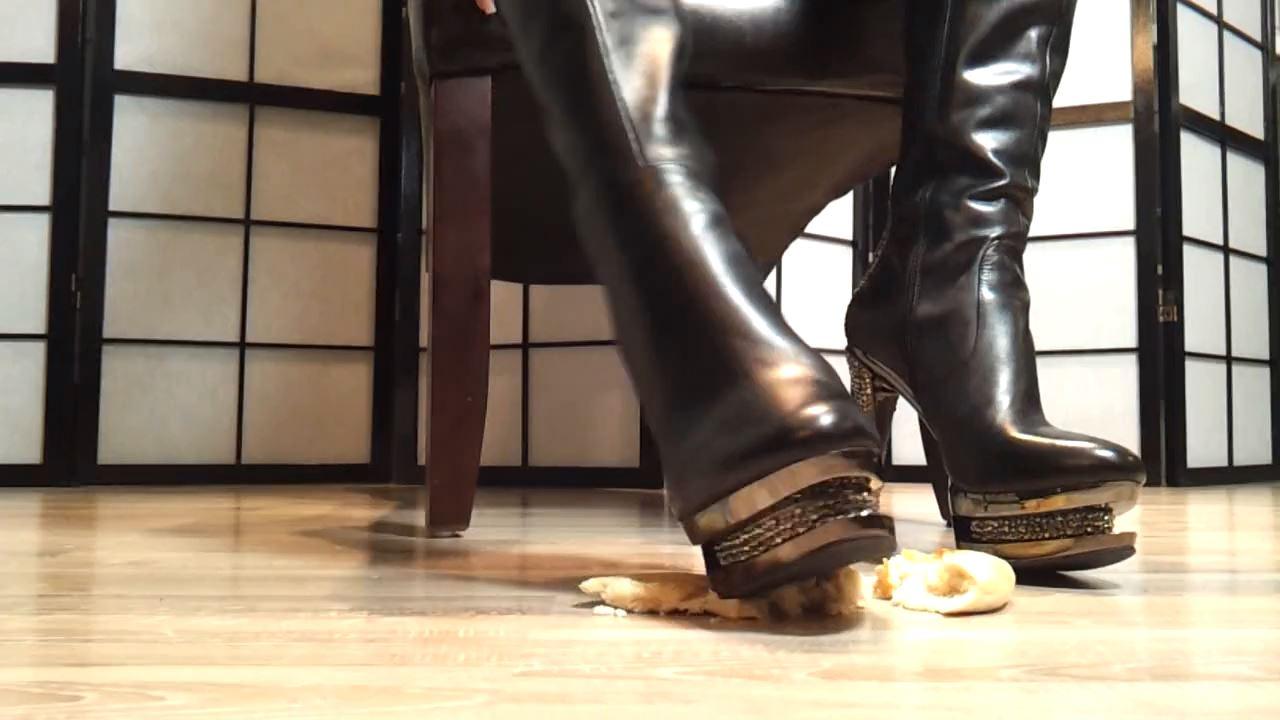 Mistress Blackdiamoond In Scene: Food crushing with dirty talks - CLIPS4SALE / MISTRESS BLACKDIAMOOND - HD/720p/MP4
