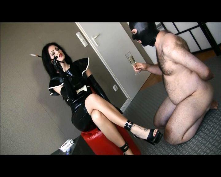 Mistress Blackdiamoond In Scene: Latex smoking domination - CLIPS4SALE / MISTRESS BLACKDIAMOOND - SD/576p/MP4