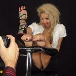 Annie Mae In Scene: Soles and toes super up-close to your face – FOOTNIGHT – HD/720p/MP4