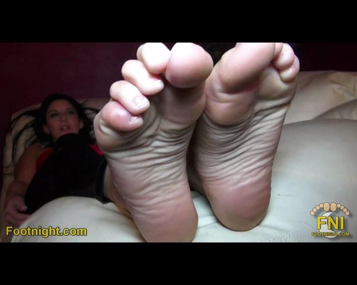 Nikki Daniels In Scene: Dirty Socks & Sweaty Barefeet in Your Face - FOOTNIGHT - SD/576p/MP4