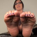 Sinn Sage In Scene: Worship the soft, sexy soles – FOOTNIGHT – HD/720p/MP4