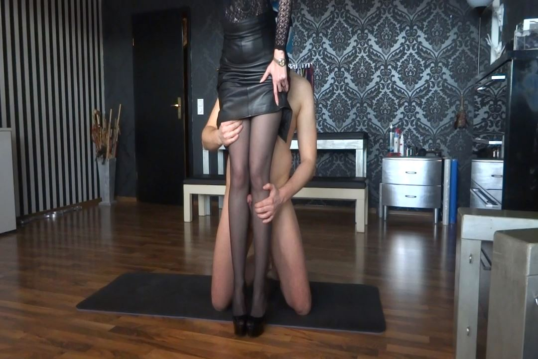 Lady Victoria Valente In Scene: Scandal! Slave cum on my leg - CLIPS4SALE / LADYVICTORIAVALENTE / REAL GERMAN MISTRESS - HD/720p/MP4