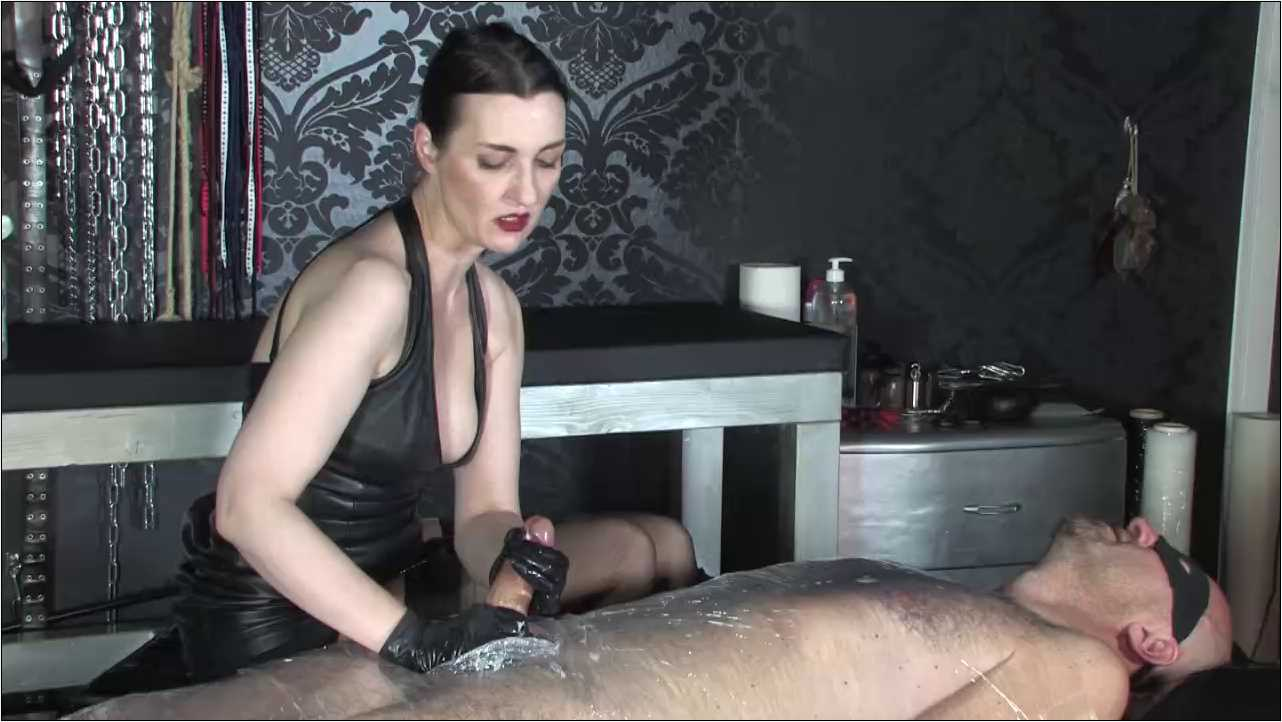 Lady Victoria Valente In Scene: Long intense Handjob - CLIPS4SALE / LADYVICTORIAVALENTE / REAL GERMAN MISTRESS - HD/720p/MP4