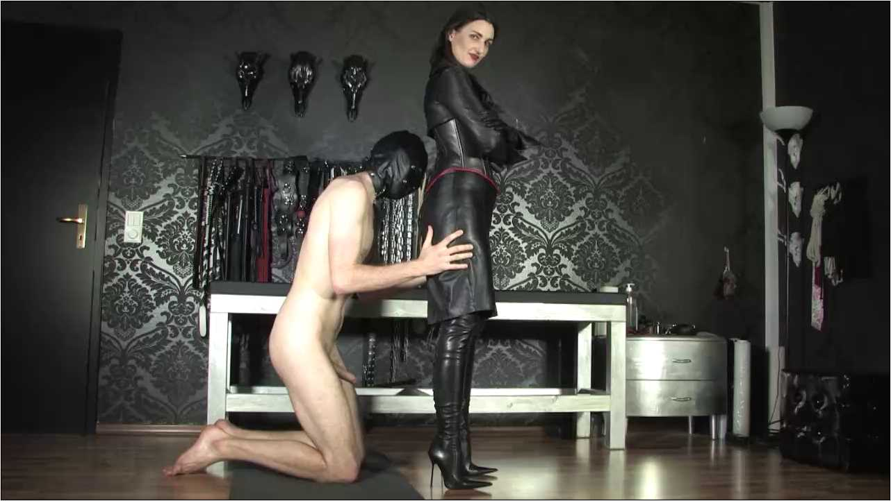 Lady Victoria Valente In Scene: Worship the Leather Goddess - CLIPS4SALE / LADYVICTORIAVALENTE / REAL GERMAN MISTRESS - HD/720p/MP4