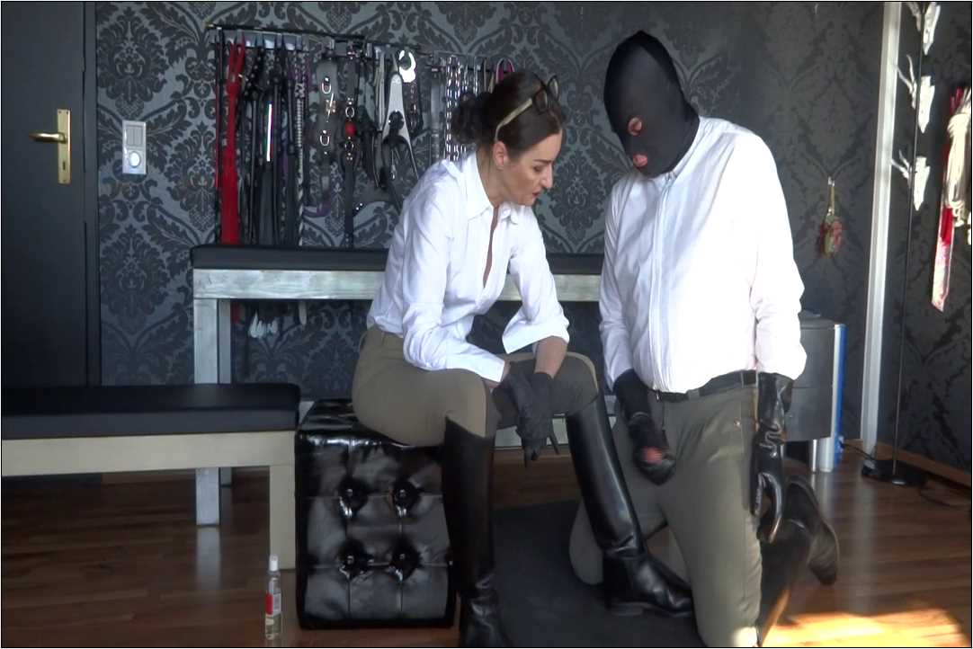 Lady Victoria Valente In Scene: Cum on riding boots stable boy - CLIPS4SALE / LADYVICTORIAVALENTE / REAL GERMAN MISTRESS - HD/720p/MP4