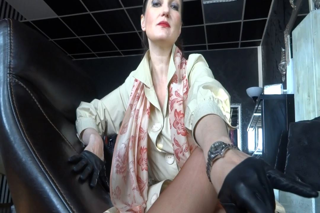 Lady Victoria Valente In Scene: Luxury Watch Fetish Clip - CLIPS4SALE / LADYVICTORIAVALENTE / REAL GERMAN MISTRESS - HD/720p/MP4