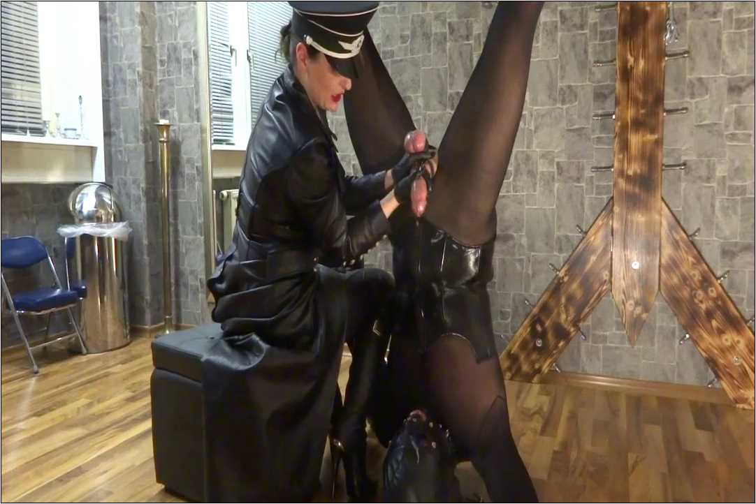 Lady Victoria Valente In Scene: Cum eating handjob in suspension - CLIPS4SALE / LADYVICTORIAVALENTE / REAL GERMAN MISTRESS - HD/720p/MP4