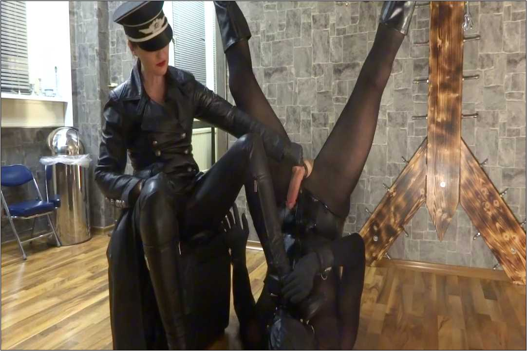 Lady Victoria Valente In Scene: The heels and soles licker - CLIPS4SALE / LADYVICTORIAVALENTE / REAL GERMAN MISTRESS - HD/720p/MP4