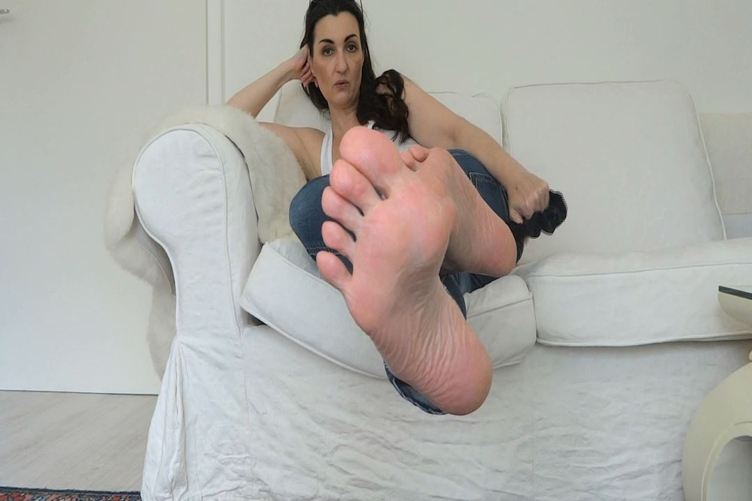 Lady Victoria Valente In Scene: Be my foot worm - CLIPS4SALE / LADYVICTORIAVALENTE / REAL GERMAN MISTRESS - HD/720p/MP4