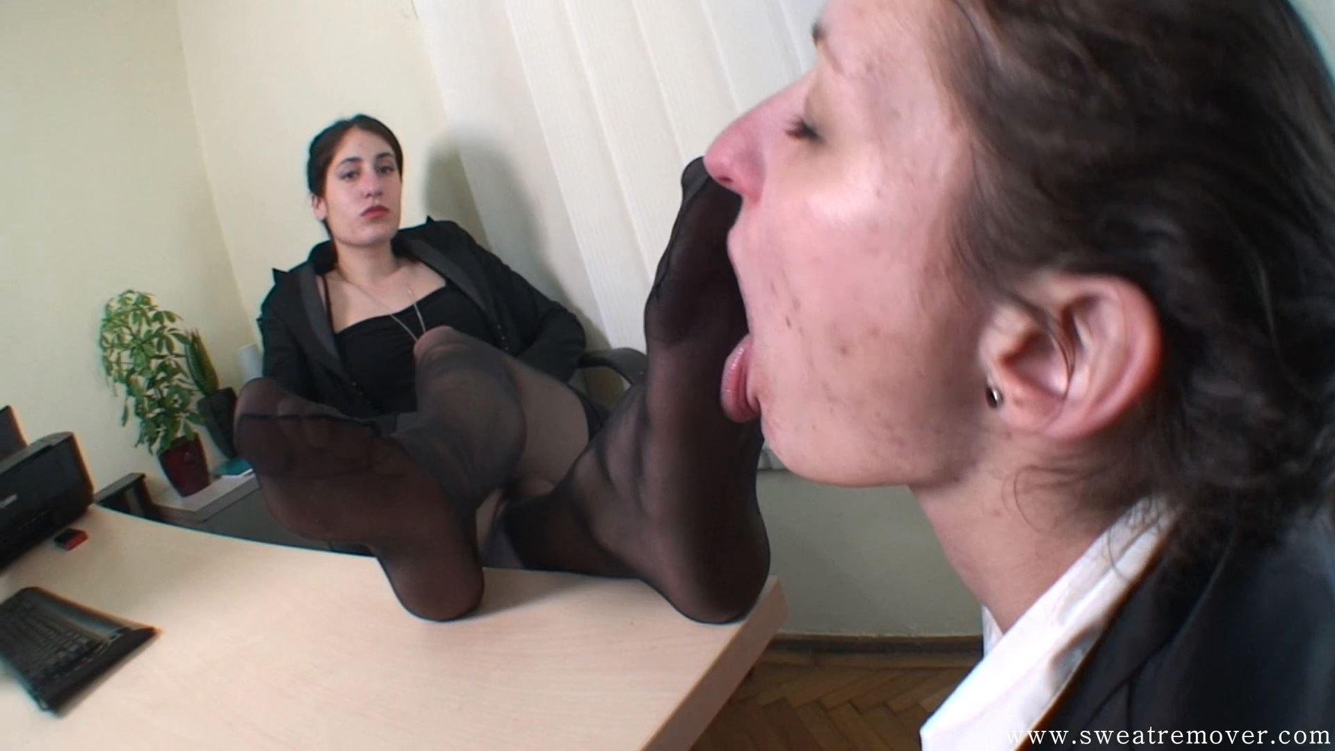 Goddess Valentine In Scene: Under the table, slave girl Part 4 - SWEATREMOVER - FULL HD/1080p/MP4
