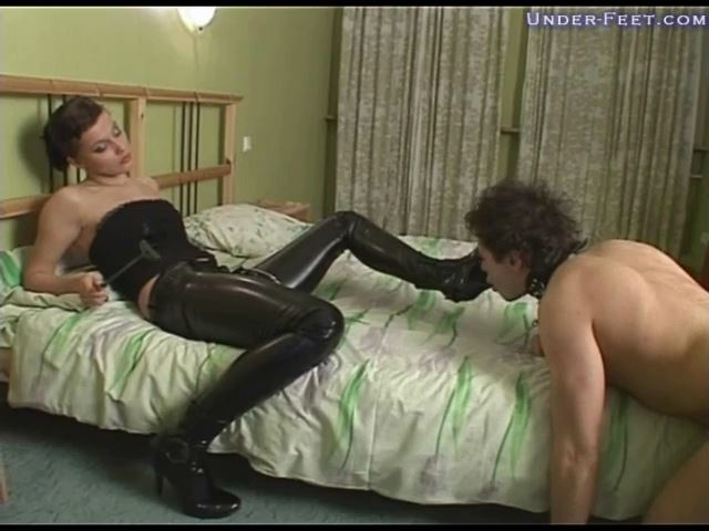 Marianna Foot femdom session from 15 of April 2009 - UNDER-FEET - SD/480p/MP4