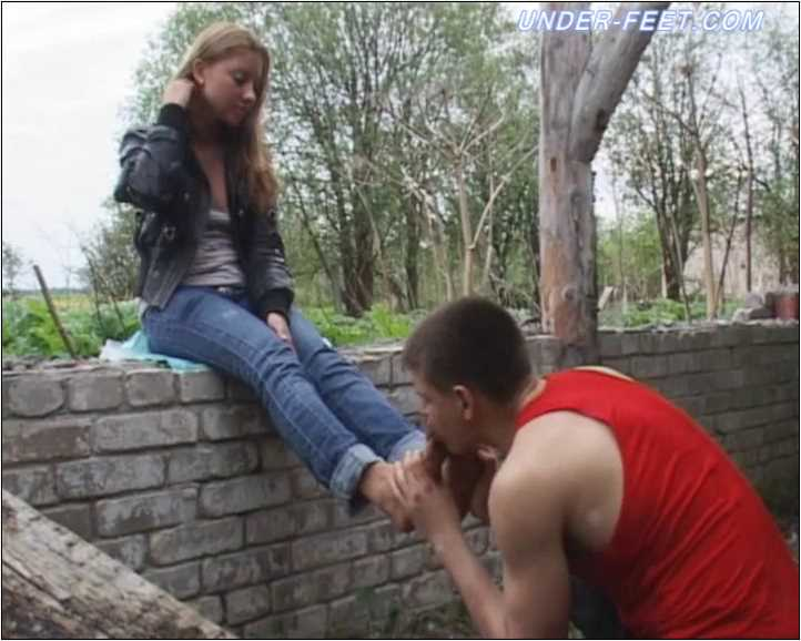 Tanya Foot femdom session from 25 of May 2011 - UNDER-FEET - SD/576p/MP4