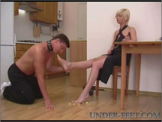Amanda Foot femdom session from 31 of May 2006 - UNDER-FEET - SD/480p/MP4