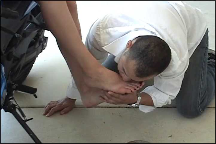 Mistress April In Scene: Video clip of the foot worship on Mistress April's blue motorcycle - VIOLENTCHICKS - SD/480p/MP4