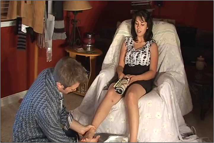 Mistress Gina In Scene: Gina gets a pedicure and a foot massage followed by foot worship - VIOLENTCHICKS - SD/480p/MP4