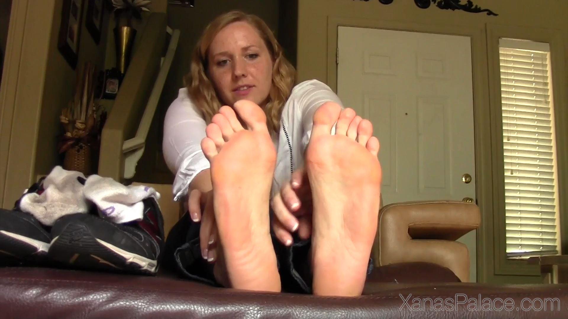 Michelle In Scene: Michelle's Hot Sweaty Athletic Feet - XANASPALACE - FULL HD/1080p/MP4