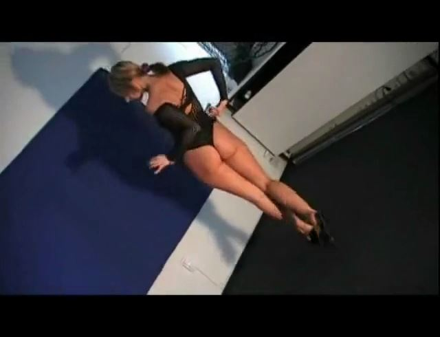 Mistress Janina In Scene: CRUEL SUPERMODEL - BALLBUSTING JANINA CRUEL FEMDOM - SD/490p/MP4