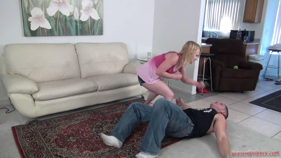Paige convinces a guy to teach her how to wrestle - BEATENBYGIRLS - SD/540p/MP4
