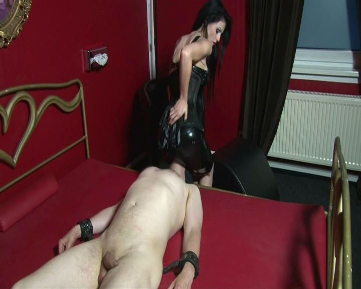 Mistress Blackdiamoond In Scene: Faceslapping And Facesitting - BLACKDIAMOOND - SD/576p/MP4