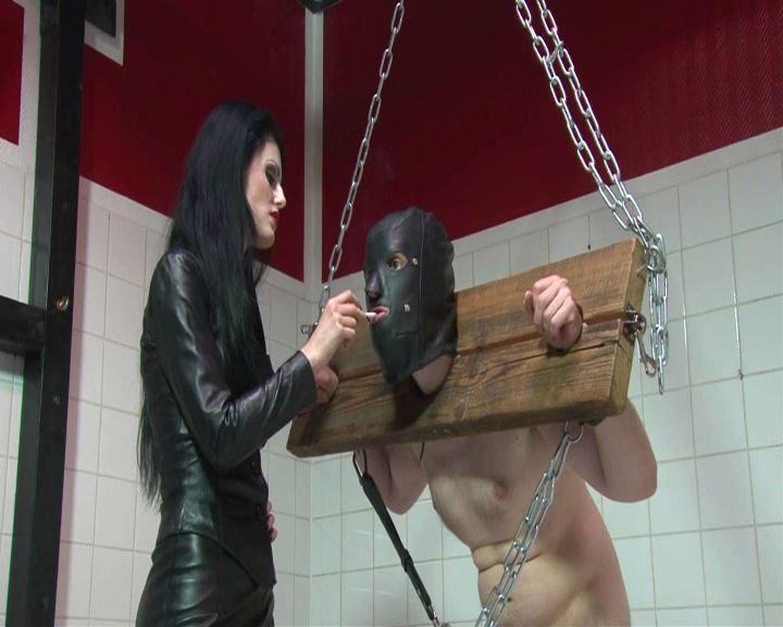 Mistress Blackdiamoond In Scene: Ashtray Slave - BLACKDIAMOOND - SD/576p/MP4