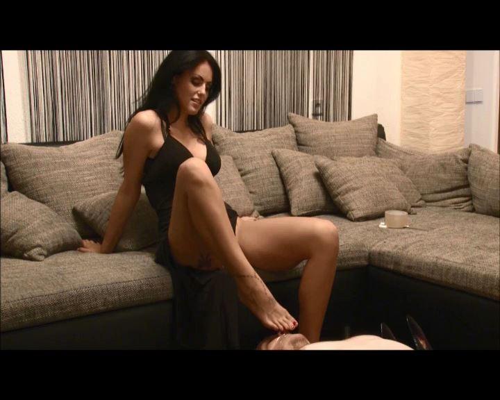 Mistress Blackdiamoond In Scene: Foot Smell - BLACKDIAMOOND - SD/576p/MP4