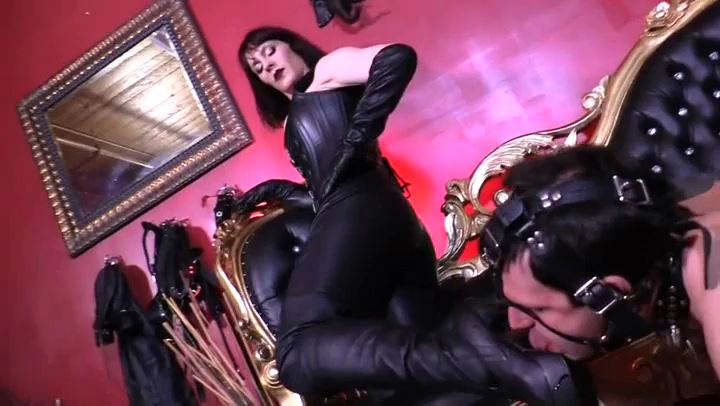 Amazon Goddess Andrea Untame23:26 21.02.2018 In Scene: SERVICING AN AMAZON'S LEATHER BOOTS - CYBILL TROY`S DTLA DOMINAS - SD/406p/MP4