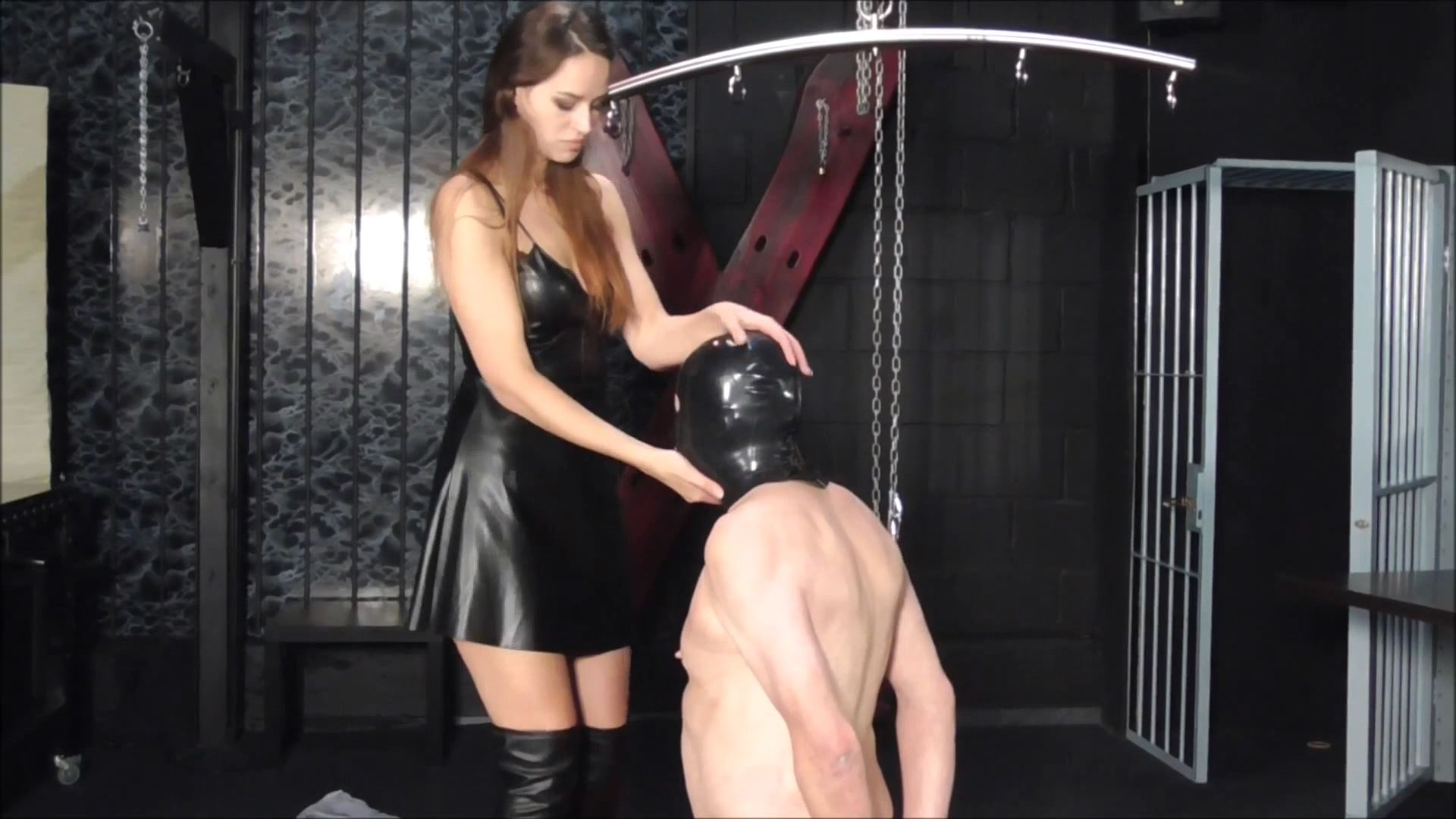Lady Emerald In Scene: Face Slapping session - DEUTSCHE DOMINAS / GERMANY FEMDOM - FULL HD/1080p/MP4