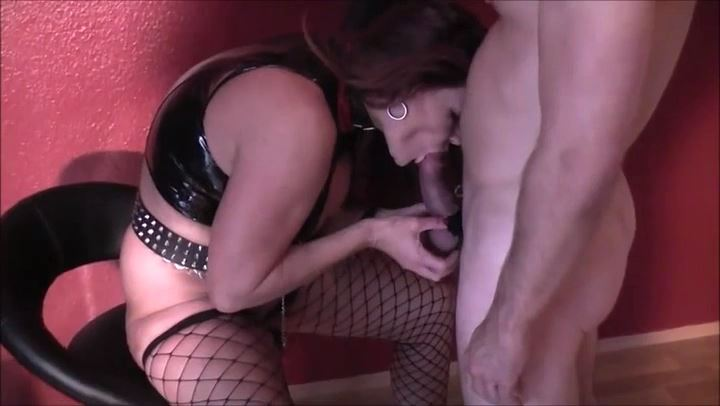 HEXE BIZARR In Scene: BUBBLES LICK BITES - DEUTSCHE DOMINAS / GERMANY FEMDOM - SD/406p/MP4
