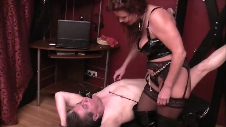 HEXE BIZARR In Scene: NIPPLE TORTURE - DEUTSCHE DOMINAS / GERMANY FEMDOM - SD/406p/MP4