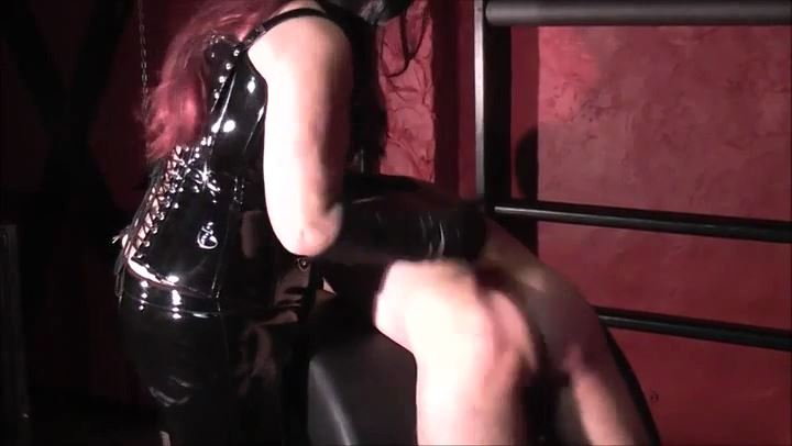MISS MARGOT In Scene: HAND SPANKING - DEUTSCHE DOMINAS / GERMANY FEMDOM - SD/406p/MP4