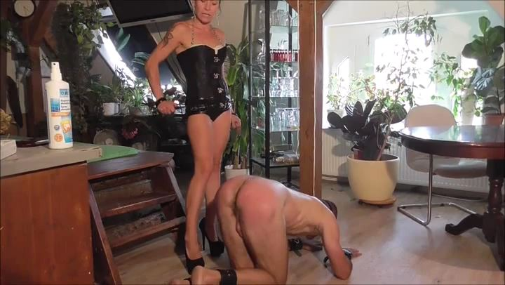 SENORA EL COMBATIENTE In Scene: HARD TRAINING - DEUTSCHE DOMINAS / GERMANY FEMDOM - SD/406p/MP4