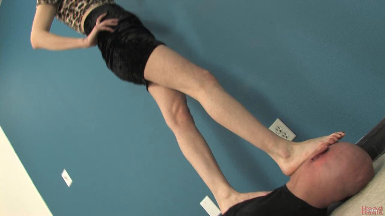 Beautiful model Ashley Angelo tramples Dante - HEADUNDERHEELS - HD/720p/MP4