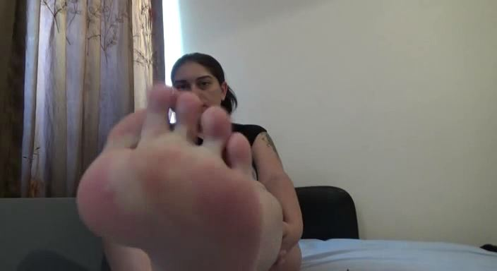 MISTRESS ROBERTA In Scene: WORSHIP MY PERFECT FEET WITH NEW RED PEDICURE - HOUSE OF PAIN - LQ/384p/MP4