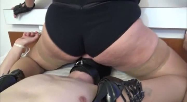 MISTRESS ROBERTA In Scene: TIE MY SUBBY BF ON THE BED FOR FORCED ASS WORSHIP PART 1 - HOUSE OF PAIN - LQ/392p/MP4