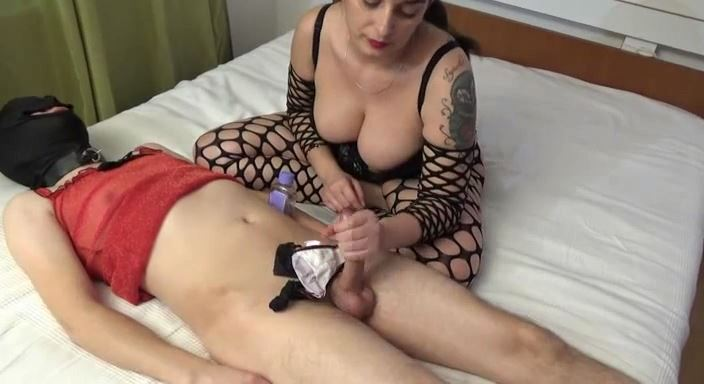 MISTRESS ROBERTA In Scene: WOMANIZE AND MILKING MY SUBBY BOYFRIEND - HOUSE OF PAIN - LQ/384p/MP4
