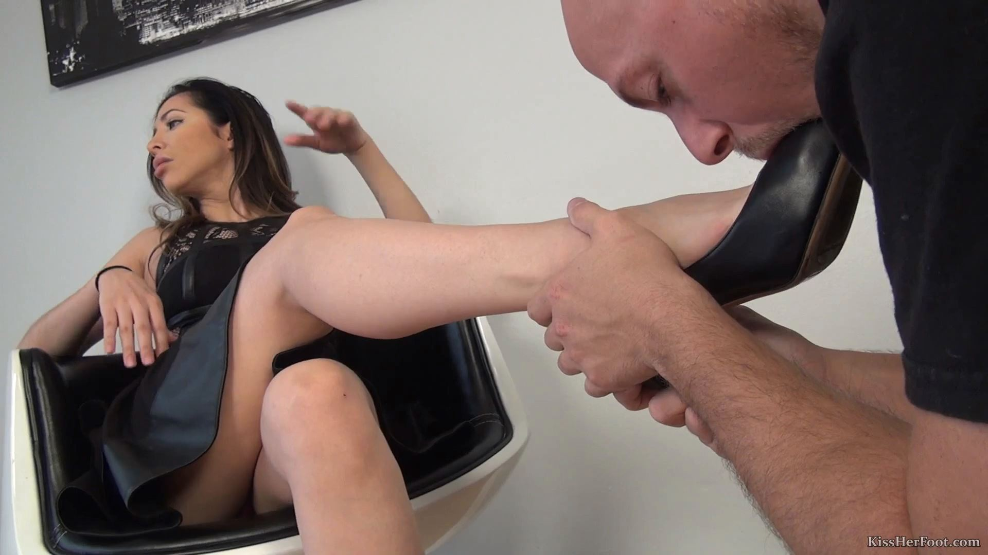 Spoiled Princess Cydel is absolutely shocked - KISSHERFOOT - FULL HD/1080p/MP4