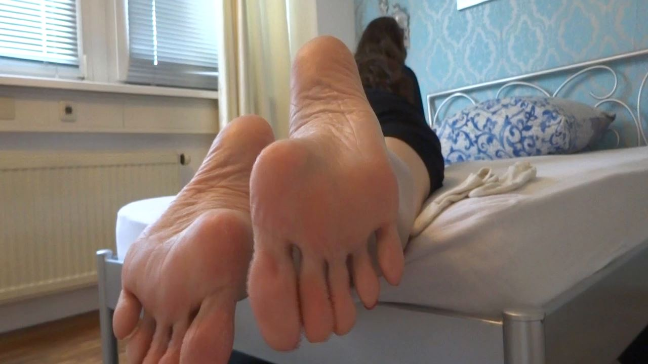 Lady Victoria Valente In Scene: Taboo foot slave instructions - LADYVICTORIAVALENTE - HD/720p/MP4