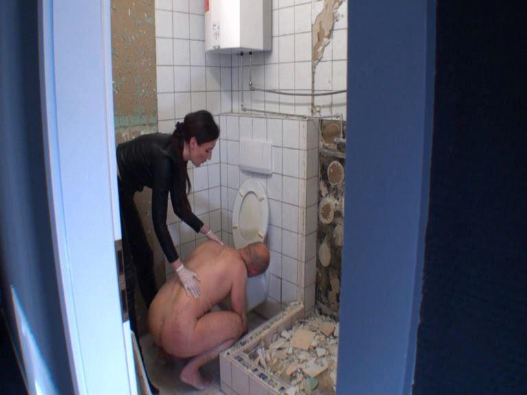 Lady Victoria Valente In Scene: The toilet slave - LADYVICTORIAVALENTE - SD/576p/MP4