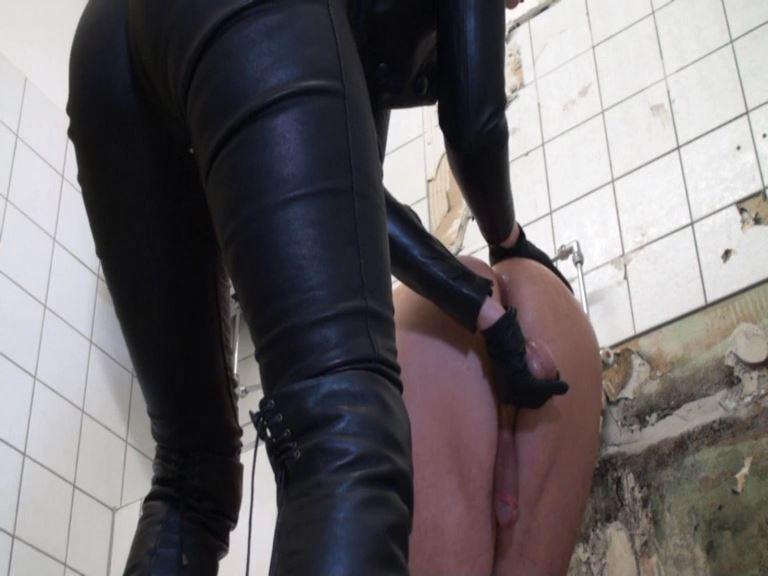 Lady Victoria Valente In Scene: Strap-On fuck in the trash toilet - LADYVICTORIAVALENTE - SD/576p/MP4