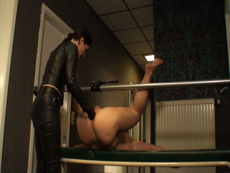 Lady Victoria Valente In Scene: Strap-On Fuck the gasmask slave - LADYVICTORIAVALENTE - SD/576p/MP4