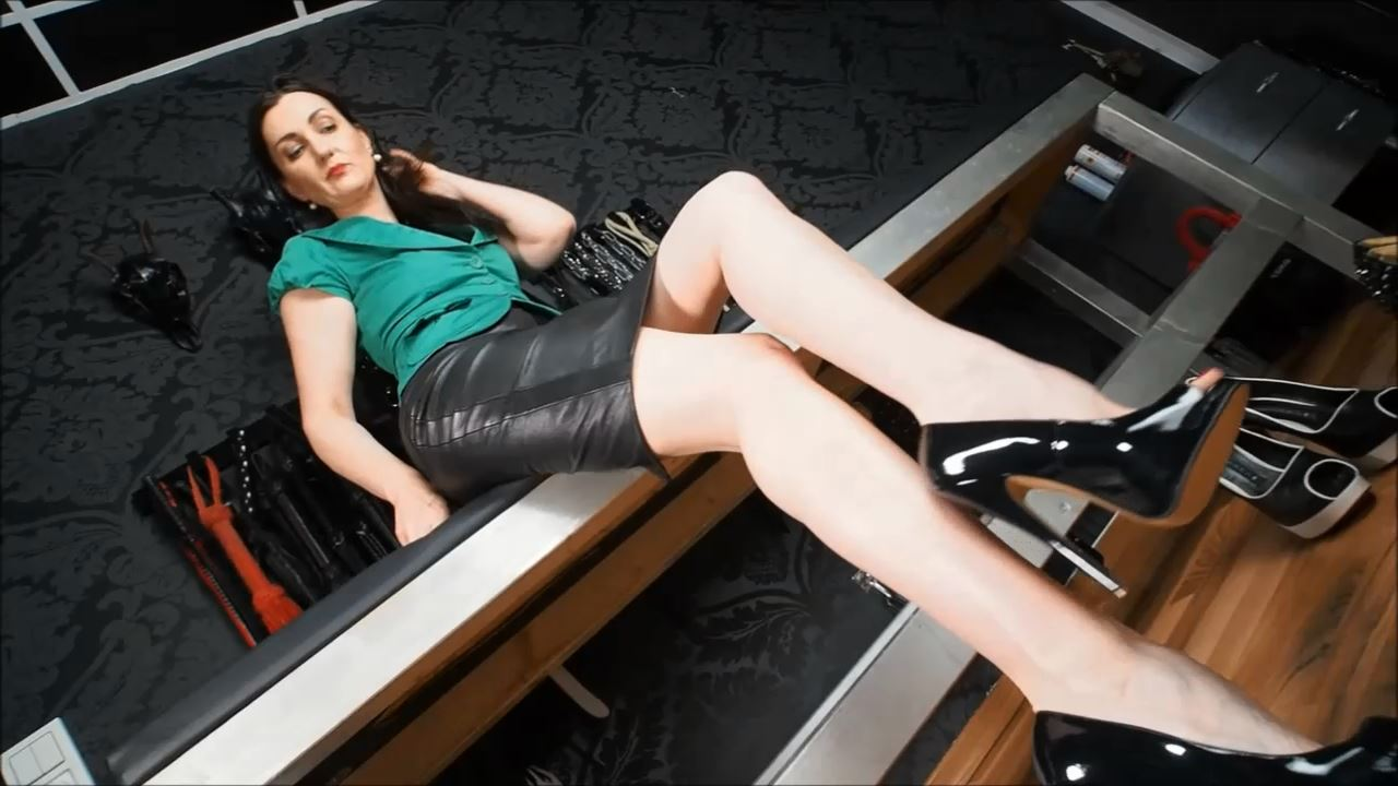 Lady Victoria Valente In Scene: Peep Toes High Heels shoe fitting - LADYVICTORIAVALENTE - HD/720p/MP4