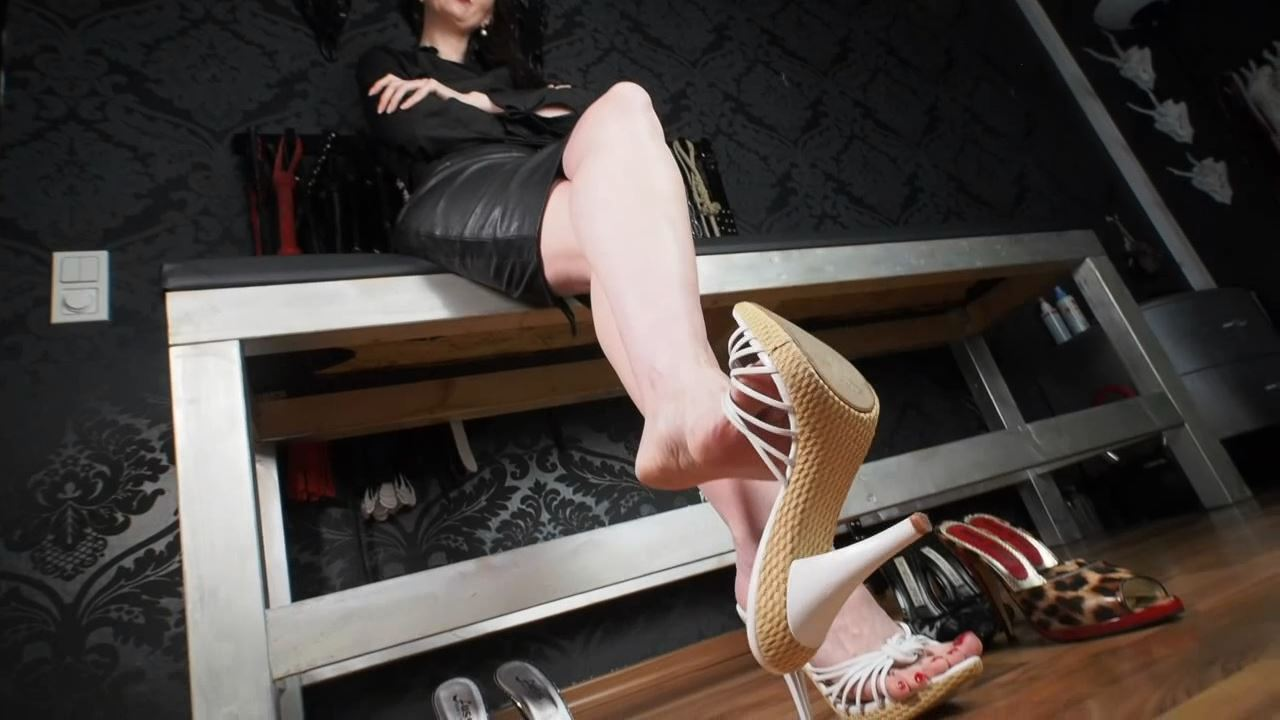 Lady Victoria Valente In Scene: Sexy mules fitting barefoot, fetish - LADYVICTORIAVALENTE - HD/720p/MP4