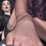Lady Victoria Valente In Scene: Heels and foot worship – LADYVICTORIAVALENTE / REAL GERMAN MISTRESS – HD/720p/MP4
