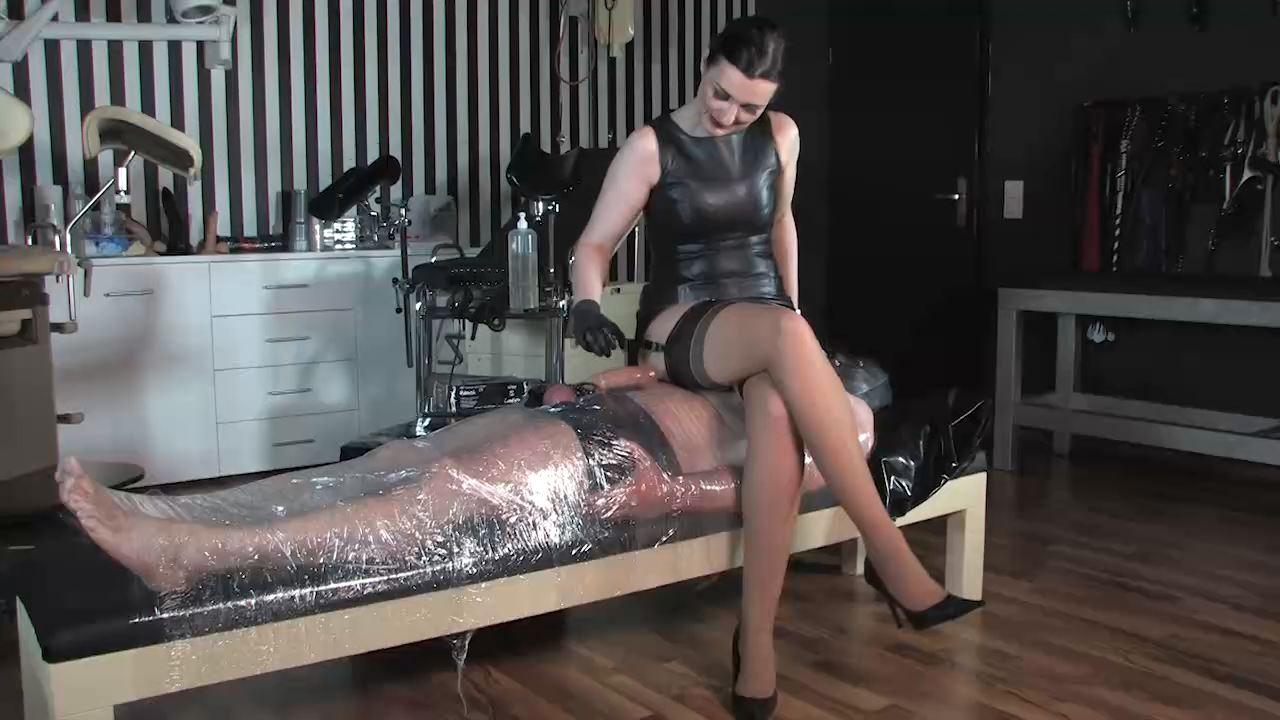 Lady Victoria Valente In Scene: The cling foil bondage slave - LADYVICTORIAVALENTE / REAL GERMAN MISTRESS - HD/720p/MP4