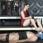 Lady Victoria Valente In Scene: Sweaty and cheesy feet! Part 2 – LADYVICTORIAVALENTE / REAL GERMAN MISTRESS – HD/720p/MP4
