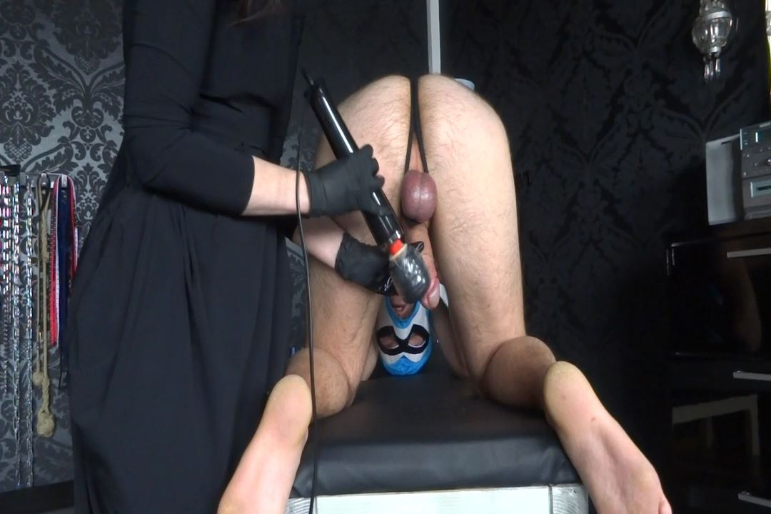 Lady Victoria Valente In Scene: Milked with vibrator - LADYVICTORIAVALENTE / REAL GERMAN MISTRESS - HD/720p/MP4