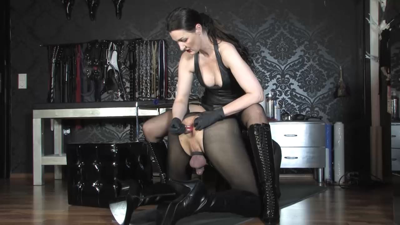 Lady Victoria Valente In Scene: Anal game! 2 dildos for the slave ass - LADYVICTORIAVALENTE / REAL GERMAN MISTRESS - HD/720p/MP4