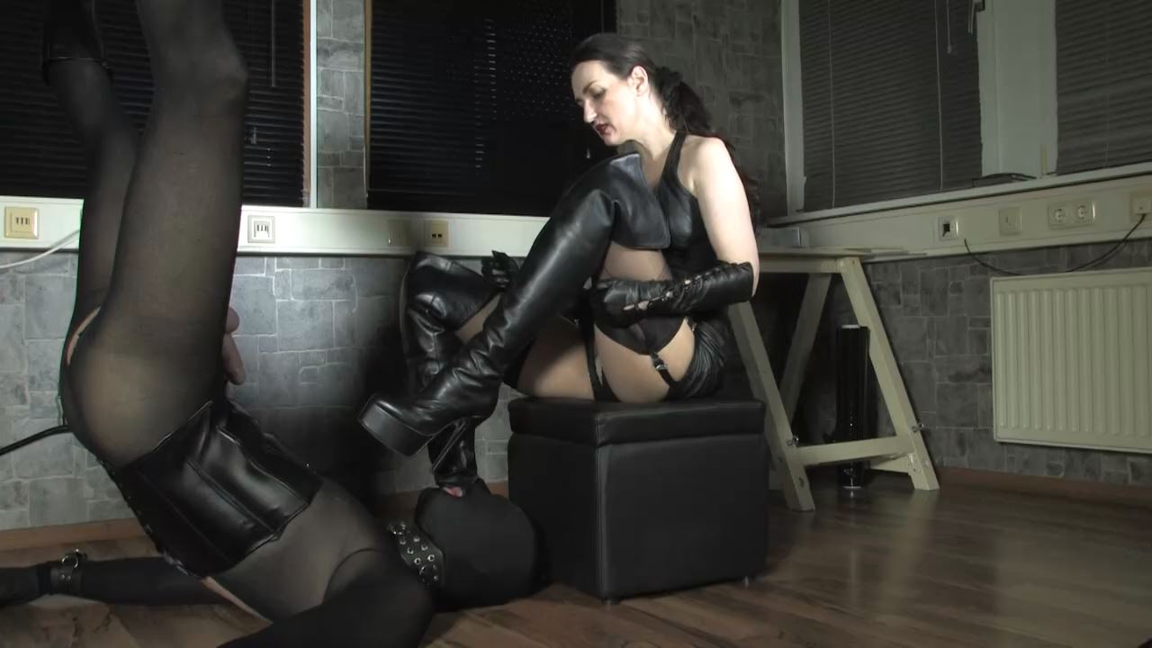 Lady Victoria Valente In Scene: Suspension! Spitting, worship Part 1 - LADYVICTORIAVALENTE / REAL GERMAN MISTRESS - HD/720p/MP4